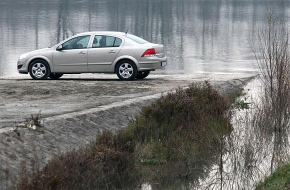 Feneket a magyaroknak! - Opel Astra Sedan 1.3 CDTi teszt