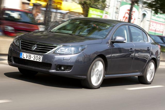 Koreai Superb francia álruhában - Renault Latitude 2.0 dCi-teszt